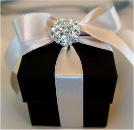 Little Wedding Favor Boxes. Love this for the favors. We just need to find the center stone. The boxes are very inexpensive. So beautiful and classy!