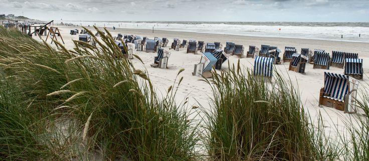 """Strandkörbe können vorreserviert werden  Vor Ihrem Urlaub auf Norderney können Sie hier Ihren Strandkorb am Westbad, Nordbad, Ostbad """"Weiße Düne"""", dem FKK-Strand und an der Kaiserwiese bereits online bequem von zuhause aus reservieren."""
