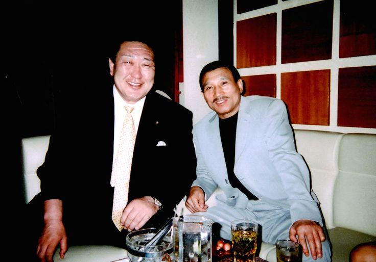 Hidetoshi Tanaka (left) with Shinobu Tsukasa, the head of the Yamaguchi-gumi, in 2005