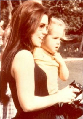 Priscilla Presley When Young | Priscilla Presley and Lisa Marie Presley Young mother and lovely ...