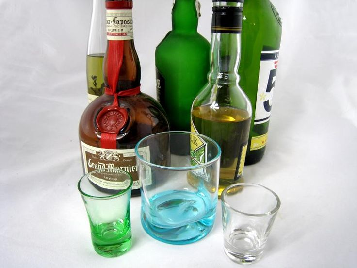Image : Alcool ou alcool éthylique ou éthanol - Choix de bouteilles d'alcool