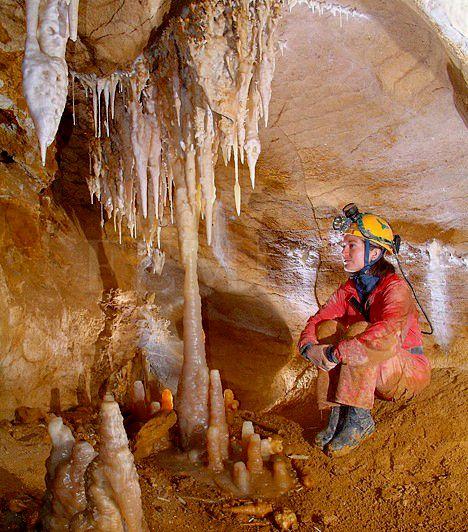 Ha fázós vagy, de igényled a mozgást, a Pál-völgyi-barlang könnyű, de látványos útvonalát ajánljuk. Az eddig feltárt 29 kilométeres hosszából 500 métert járhatnak be a turisták. Különleges alakzatú cseppkövek, nagy szintkülönbségek, illetve hasadékszerű, izgalmas folyosók jellemzik. Egész évben állandó 10 fokos hőmérséklettel rendelkezik. A barlang csak túravezetővel látogatható, télen pedig csoportoknak kedvezményes a belépő. Öt éves kor feletti gyerekekkel is remek kikapcsolódás lehet.