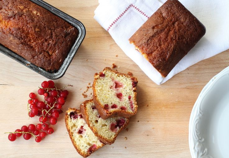 Cakes with red currants and poppy seed