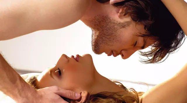 Jakarta Mendengarkan lagu sambil bercinta dipercaya dapat meningkatkan gairah seksual pasangan. Menurut survei yang dilakukan neuroscientist Daniel J. Leviti orang-orang selalu mendengar musik ternyata lebih sering bercinta dibanding mereka yang tidak.Peneliti juga menemukan orang yang mendengarkan musik di rumah kurang lebih selama tiga jam memiliki lebih banyak waktu bersama-sama daripada mereka yang tidak. Dilansir dari laman Marie Claire Kamis (27/7/2017) berikut 13 lagu terbaik yang…