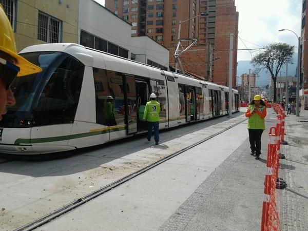 Estamos felices por las pruebas del #TranvíadeAyacucho en la cra. 41. Proyecto de @AlcaldiaMed, gerenciado por Metro #dulzamara