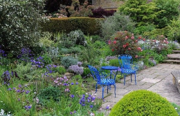 Top 5 Reasons to visit English Gardens in Spring