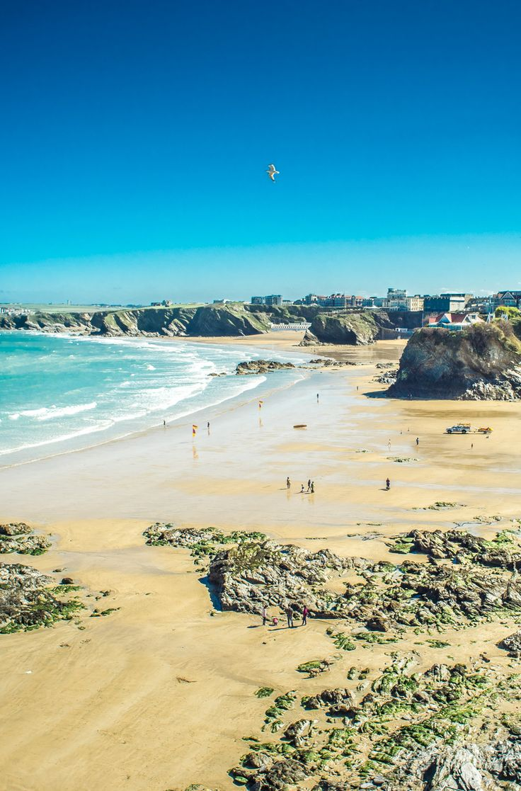 The UK boasts an incredible coastline with hundreds of stunning beaches to explore!! Click pin through to post for info on Cornwall beaches!