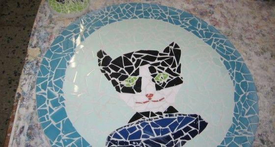 Beetje te prijzig voor een kinderfeestje vind ik maar wel leuk voor een workshop met een paar vriendinnen. Bonbons maken Taart maken Mozaieken Kaarsen maken Klomp beschilderen Vogelhuisjes maken € 15 per kind zonder eten.