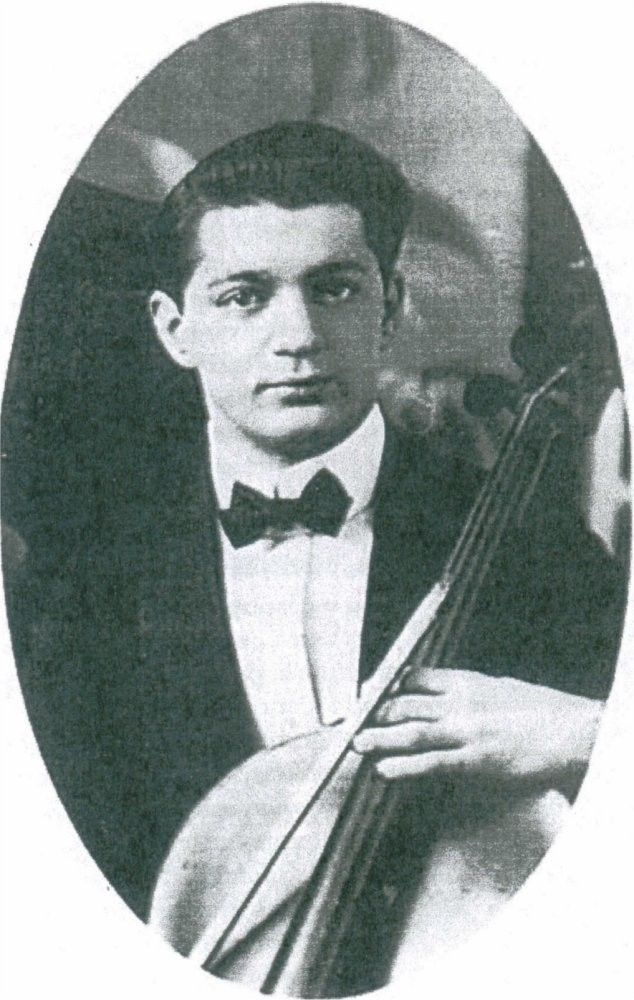 Roger BRICOUX (1891-1912), violoncelliste du Titanic, disparu en mer avec l'orchestre lors du naufrage.