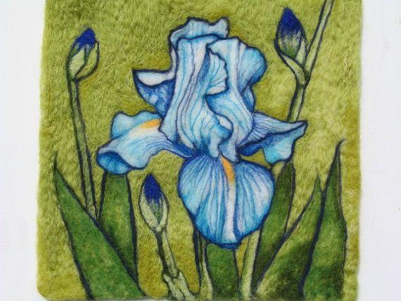 ORDINE PERSONALIZZATO SOLO Ago feltrata lana pittura - blu Iris - sera Iris - Flowers In Bloom serie Sono stato occupato piantando e lavorare nel mio giardino. I fiori sono così splendidi che ho voluto catturare la loro bellezza attraverso mio linfeltrimento. Creata totalmente in lana Shetland e Merino. Senza cornice. Dimensioni: 12 X12