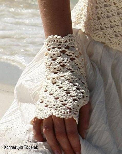Free Crochet Pattern arm warmer bracelet? anyways it's pretty