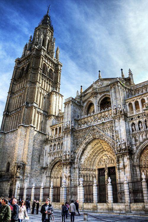 La catedral de Santa María de Toledo, llamada también Catedral Primada de España, sede de la Archidiócesis de Toledo, es un edificio de arquitectura gótica, considerado por algunos como la opera magna del estilo gótico en España.