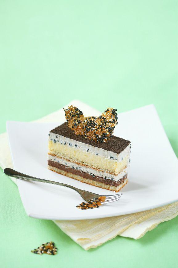 Verdade de sabor: lime biscuit, sesame biscuit, lime chocolate ganache, lime cream, white sesame mousse, sesame nougatine, glacage au chocolat