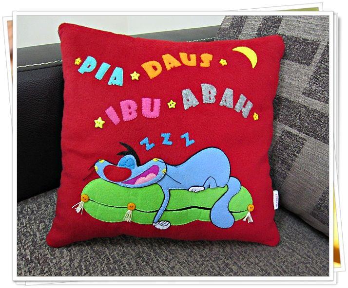 Sleepy oggy cushion