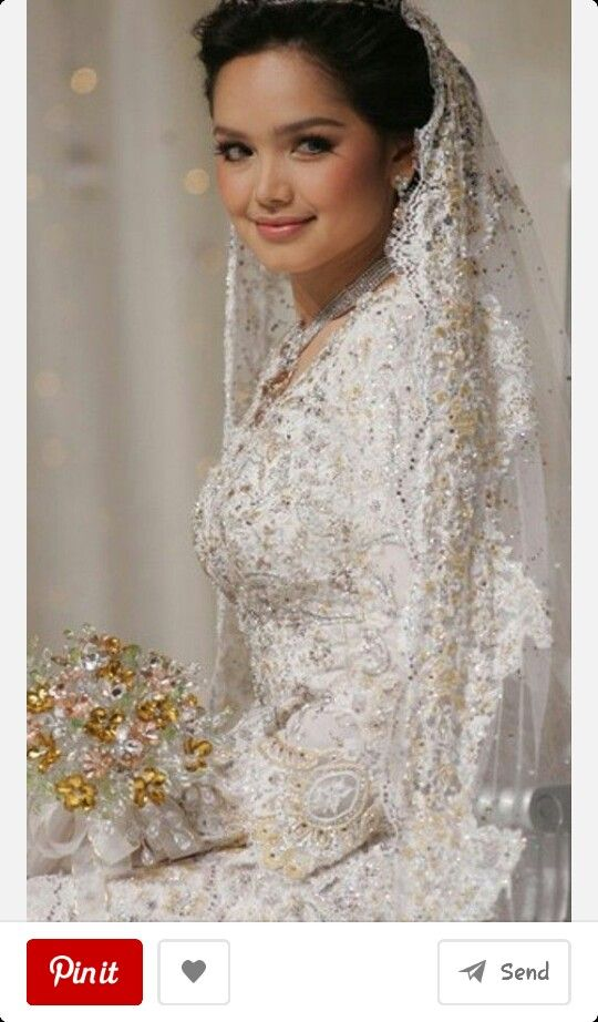 Dato' siti on her wedding dress