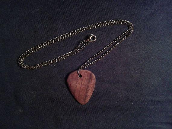 Walnuss Plektrum Halskette von Kambium auf Etsy