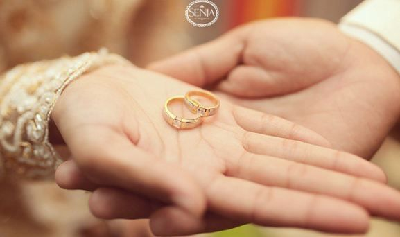Shoot a wedding ring makes images look more sacred...Info: 0896-6717-7776 / 0813-9219-8008
