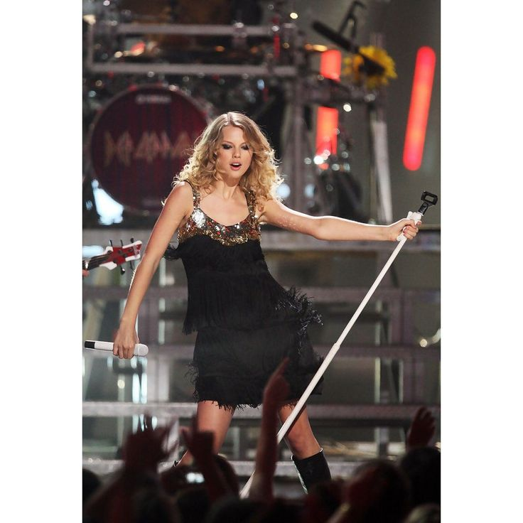 Taylor Swift // The 2009 CMT Music Awards 2009 // Peaches Fringed Silk Dress