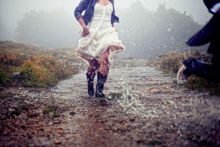 Trash the dress in the mountain, rain and fog