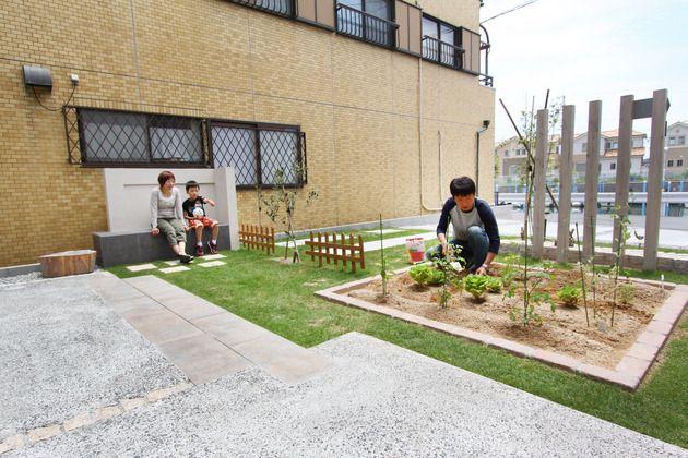 家族の笑顔をいっぱい浴びた家庭菜園のあるお庭 家庭菜園 庭