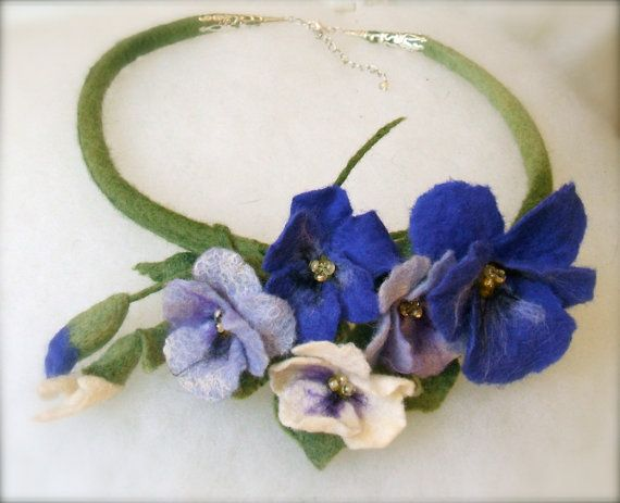 Felt necklace Pansy flowers - Handmade- Felt necklace -Floral accessories - Blue fowers