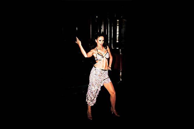 Azurdancestudio ofera cursuri de dans si fitness la Sala de Dans Azurdancestudio din Galati, Casa Sindicatelor Bulevardul Brailei.VIno si tu si ia parte la cele mai bune cursuri de dans contemporan, dans clasic sau modern cursuri de belly dance, cursuri dedicate special copiilor si adultilor.Acum ai cei mai buni instructori de dans si fitness din Galati gata sa te ajute. | Azurdancestudio - Sala de dans si fitness din Galati