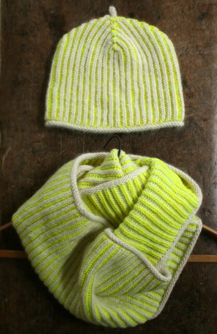 Knitting Two Color Bee Stitch : Brioche knitting is a simple multicolor technique that creates a beautiful fa...