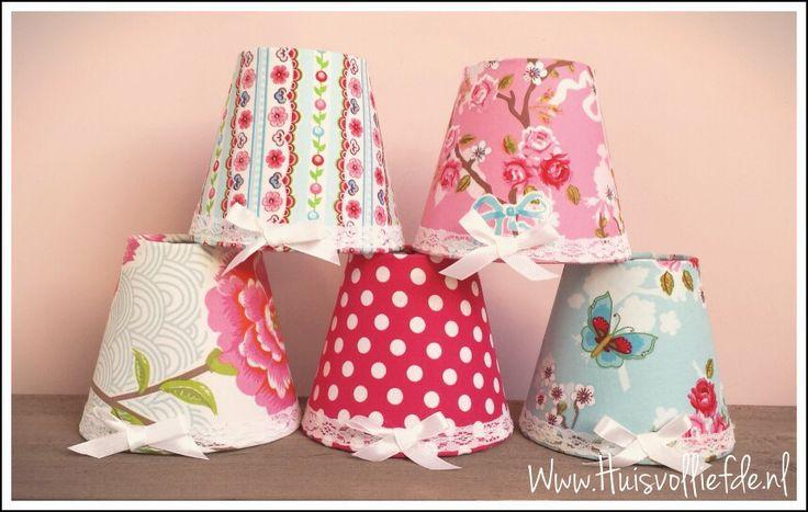 25 beste idee n over roze kroonluchter op pinterest lampenkappen retro lamp en meisjes - Deco slaapkamer meisje jaar ...