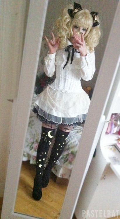 pastelbat [Lolita-esque outfit with some creepy-cute/pastel goth elements]