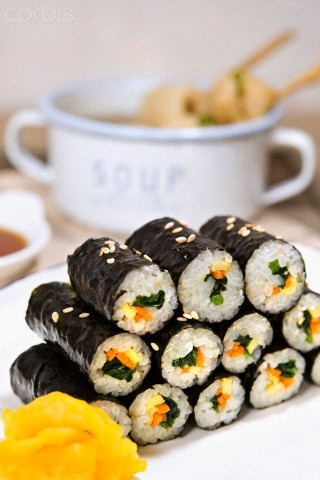 "Gimbap _ Korean Roll, Korean Food..""saya pernah makan dan rasanya lebih merakyat di lidah katro saya..:p tapi tetep suka suishi jugak kok..:))"