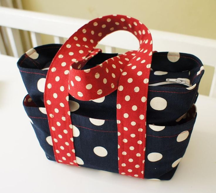 This box bag design is one of the most popular found here at PatternPile.com. You can sew this bag with many different textiles expressing an unlimited number