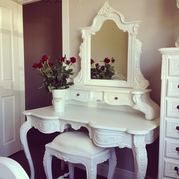 White vanity makeup counter bedroom ideas pinterest for Cute makeup vanity