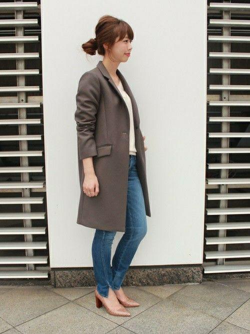 大人の女性にも人気の高いスキニージーンズはカジュアルスタイルには欠かせない1枚ですよね。秋冬のコーデはトップスに変化を付けて、オシャレにかっこよくスキニーを履きこなす方法を紹介します。