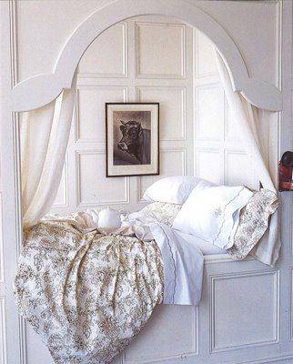 Alcove bed in built-in nook. Love it. But bolder colors.