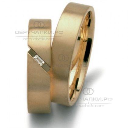 Классические недорогие золотые обручальные кольца прямоугольного профиля на заказ с бриллиантом