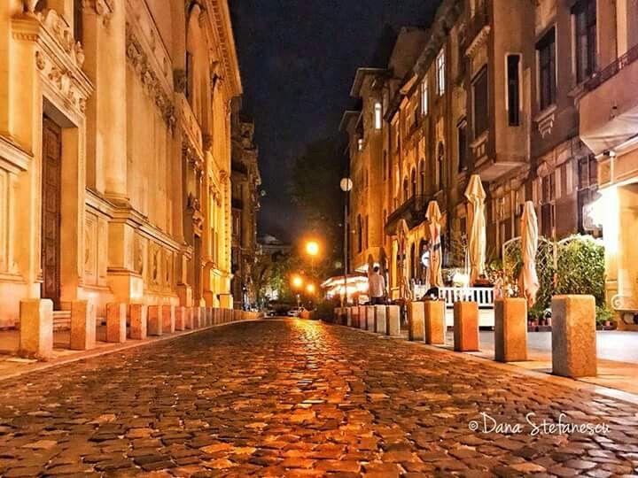Noapte bună, București! ❤️  #danastefanescu #pestradutacuunfarmecaparte #octombriulmeu Octombrie 2017