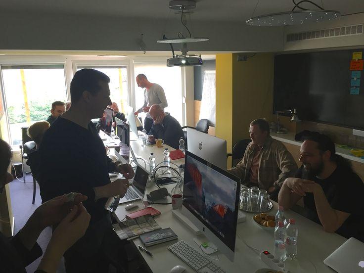 Három országból jöttek megismerni egyik partenrünk rendszerét, az iMacek beszerzése és felkészítése a mi feladatunk volt.