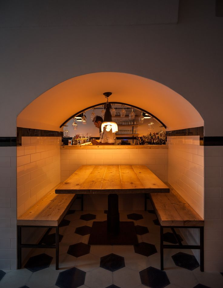A table by the counter enlighted by Torino in Farmacia Balboa, the Oscar winning actress Helen Mirren and her husband bar in Salento.