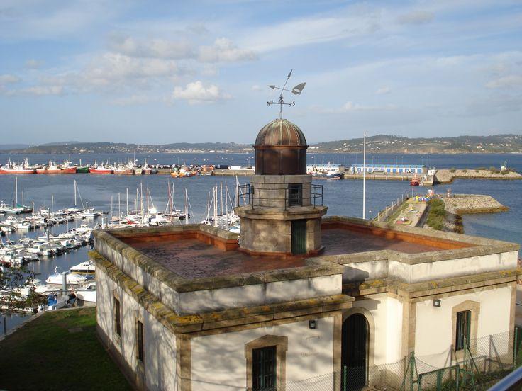 Faro de Oza, A Coruña.  Vista del faro desde el Hospital de Oza.