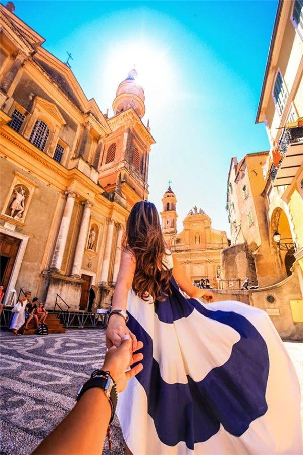 Thành phố xinh đẹp Menton với những ngôi nhà đầy sắc màu rực rỡ, lối kiến trúc lai tạo giữa vùng biên giới Pháp và Ý. (Ảnh: MrLee)