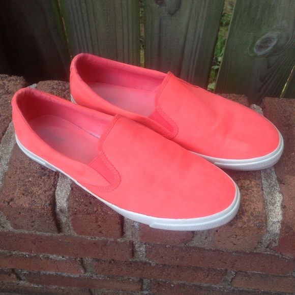 Coral Old Navy Loafer Slip-On Flats Pre-owned. Bright coral color. Soft feeling fabric. Almost velour, but not quite as heavy. Old Navy Shoes Flats & Loafers