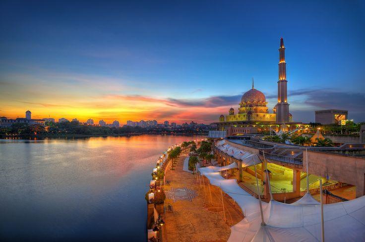 Eid Mubarak by Mohd Zaki Shamsudin