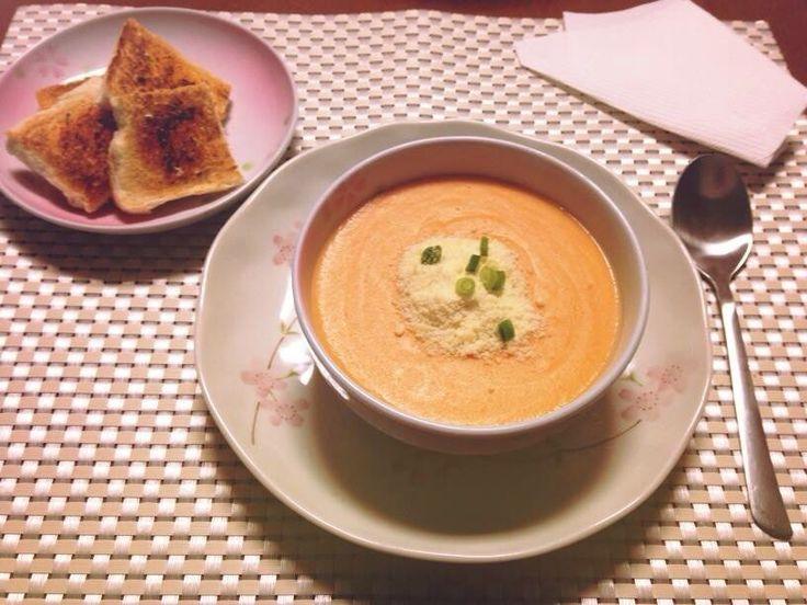 Creme de legumes com queijo  e torradas pra acompanhar...