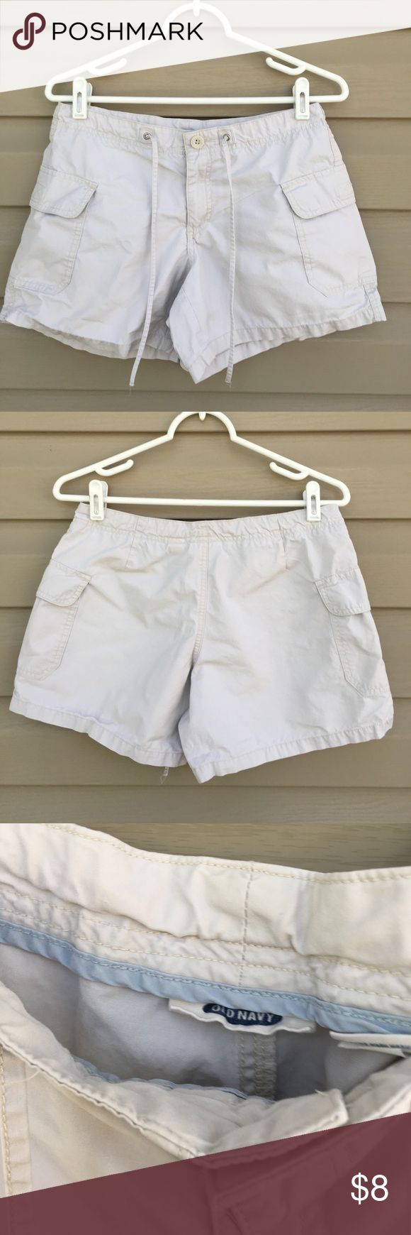Old Navy women's shorts Nice zip front 100% cotton shorts with side pockets, tie at waist. No stains or holes Old Navy Shorts
