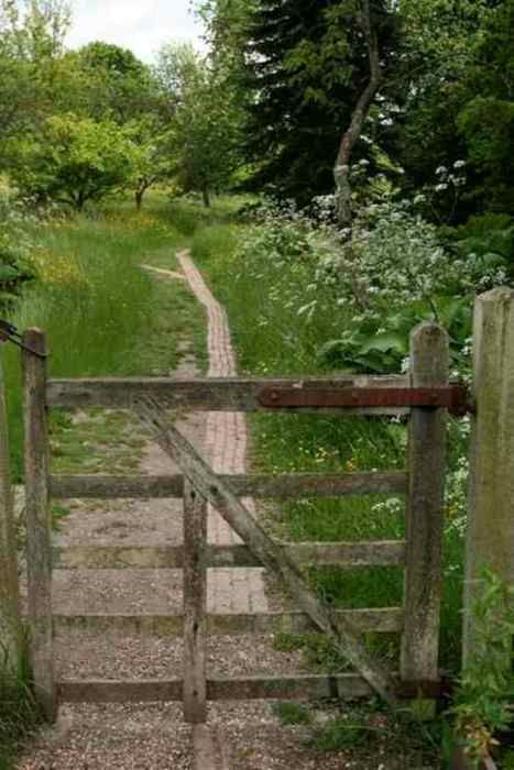~: Country Roads, Woods Fence, Wooden Gates, Gardens Paths, Country Living, Gardens Gates, Country Home, Outdoor Spaces, Old Gates