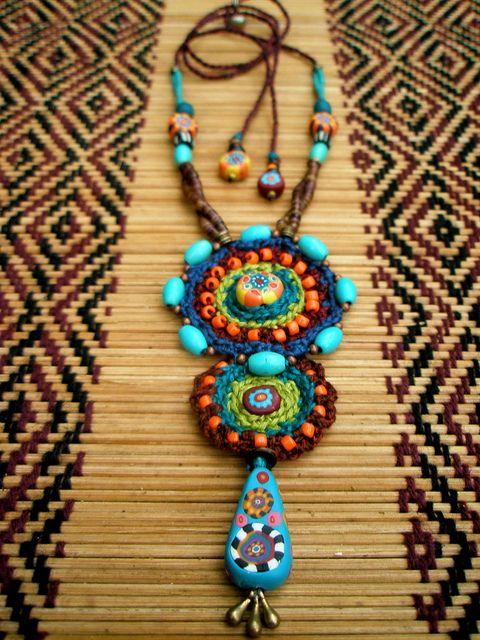 Hermoso collar etnico!