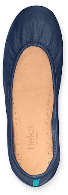 Beautiful navy ballet flats http://rstyle.me/n/2dg7nyg6