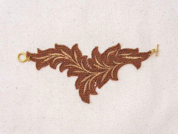 Adegliacco // Handmade Floral Lace Bracelet  - Brown Cream - Golden Brass Venise Lace Gold #etsyfind #trend
