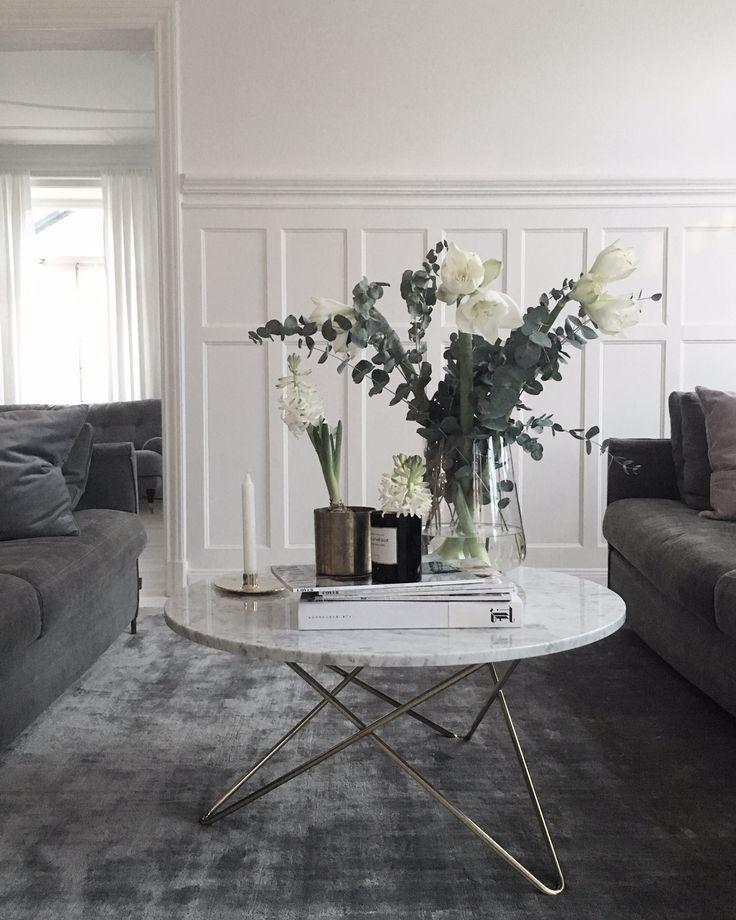 Grå soffa, grå matta