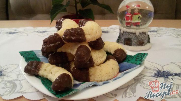 Pouze 4 suroviny tvoří základ vynikajícího vánočního cukroví - kokosové foukané rohlíky. Autor: Mineralka